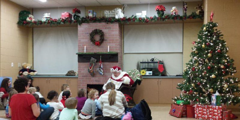 Turtle Back Zoo Christmas Lights 2019.Storytime With Mrs Claus